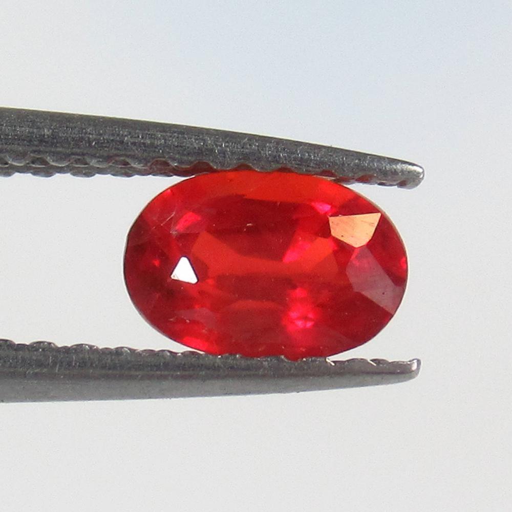 0.66 Ct Natural Ceylon Reddish Orange Sapphire Oval Cut