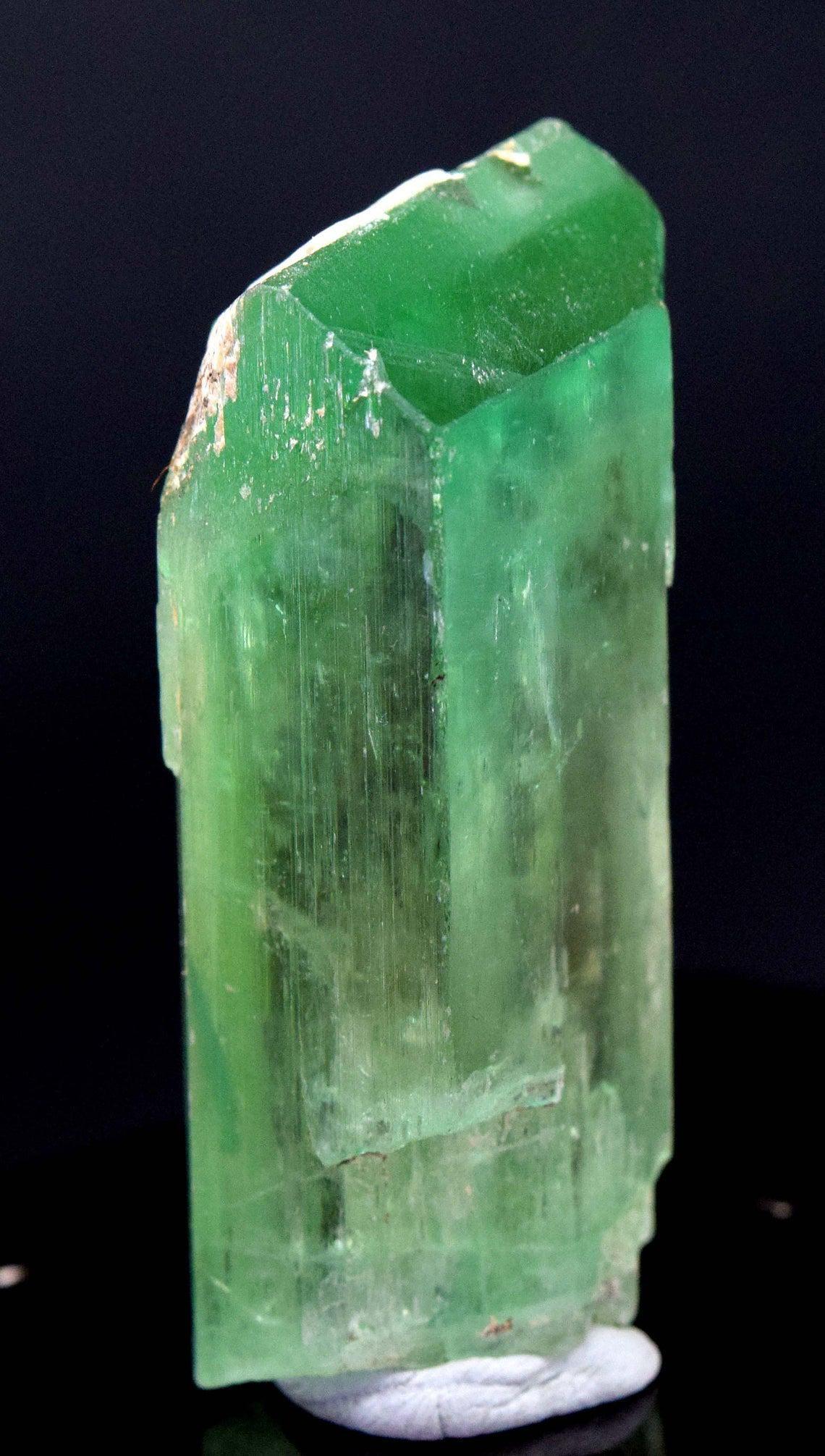 48 Gram V-Shape Terminated & Undamaged Lush Green Gem