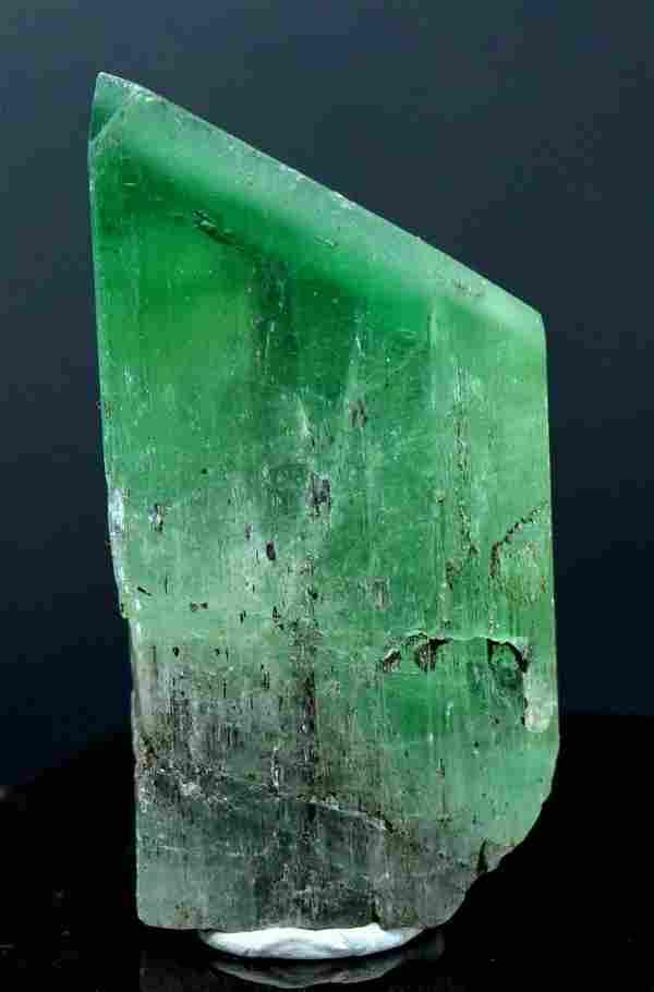 50 Gram V-Shape Terminated & Undamaged Lush Green Gem