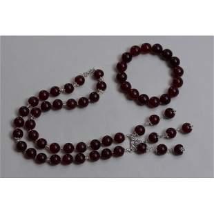 74 g. Natural Baltic amber set necklace bracelet red