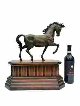 Trotting horse in bronze on wooden base - Farmhouse