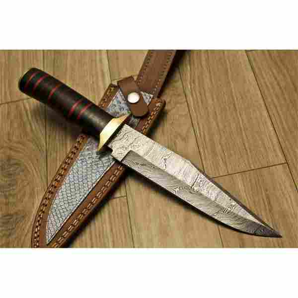 Exclusive pattern hunting damascus steel knife wood