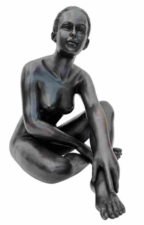 Crouched naked woman - Bronze sculpture