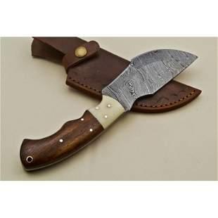 Exclusive pattern skinner hunting damascus steel knife