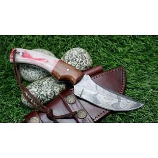 Skinner hunting hiking damascus steel knife resin