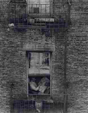 EDWARD STEICHEN - Sunday Papers, W. 86th St., 1922
