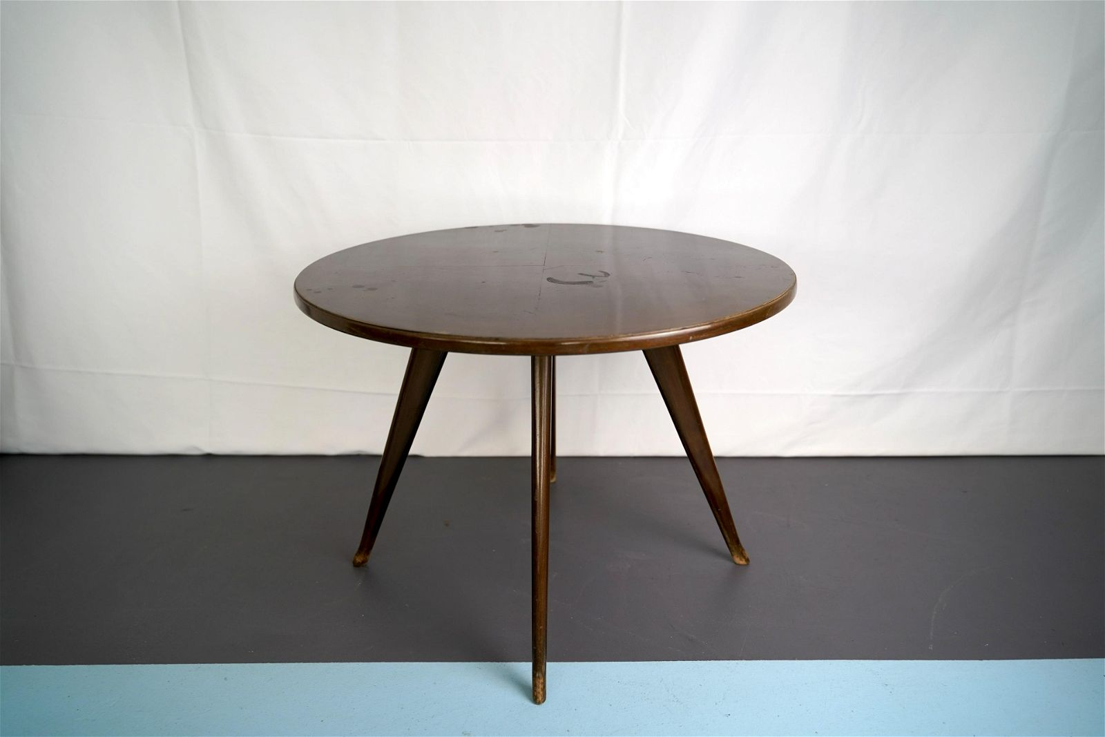 Vintage Italian mahogany round side table in the manner