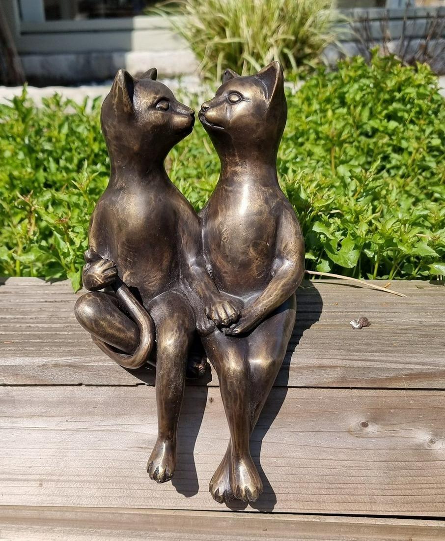 Cuddling cats - Cats in love - garden ornaments