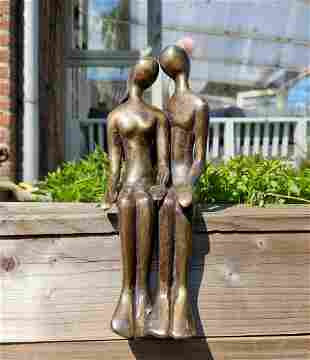 Couple in love - Seated bronze sculpture - garden