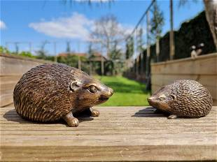 Pair of bronze hedgehogs - Garden and patio ornaments -