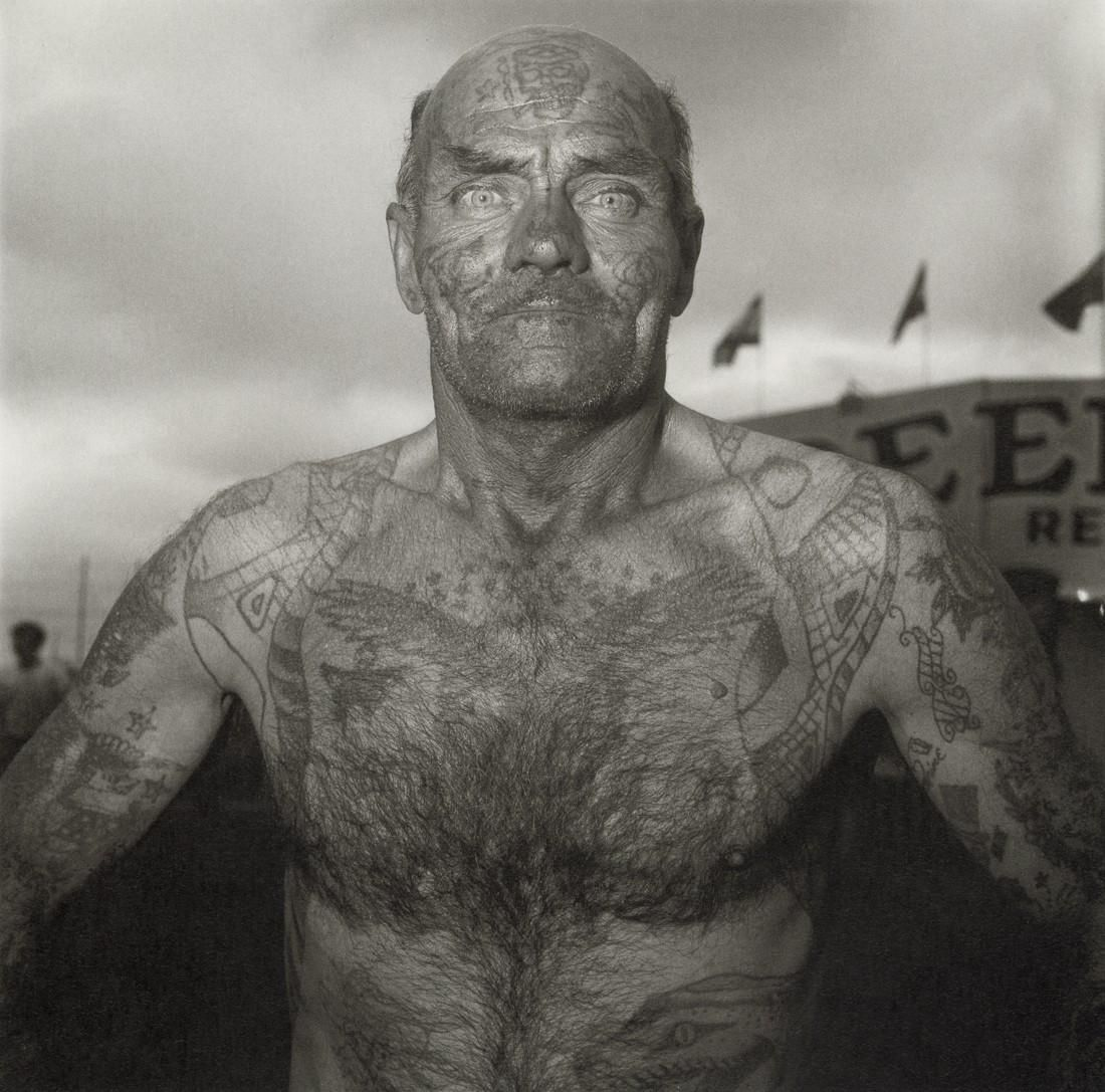DIANE ARBUS - Tattooed Man at a Carnival, M.D. 1970