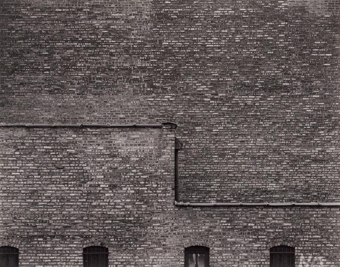 HARRY CALLAHAN - Chicago Brick Wall, 1949