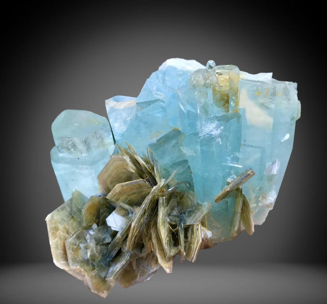 649 C.T Blue Gemmy Aquamarine Bunch Specimen From