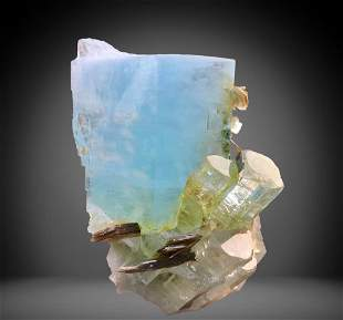 674 C.T Blue Gemmy Aquamarine Specimen From
