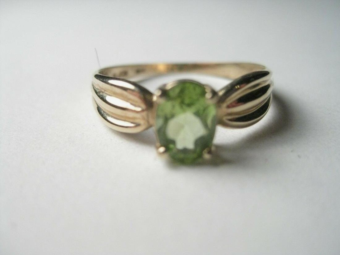 Vintage 10kt Yellow Gold Peridot Ring - size 8 -