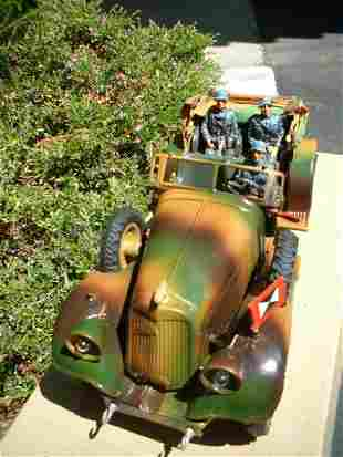 1937 Lineol staff car 1203/5, windup motor with battery