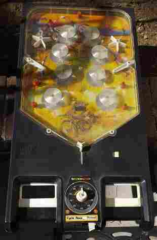 Schuco pinball machine, c8. 5 in c8 box.