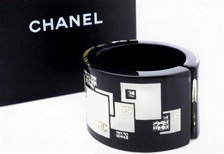 Chanel Coco Bold Black Bangle Lucite Bracelet