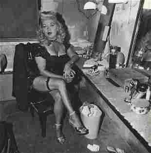 DIANE ARBUS - Burlesque comedienne in her dressing