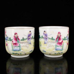 A Pair Chinese Gilt Edge Famille Rose Porcelain Cups