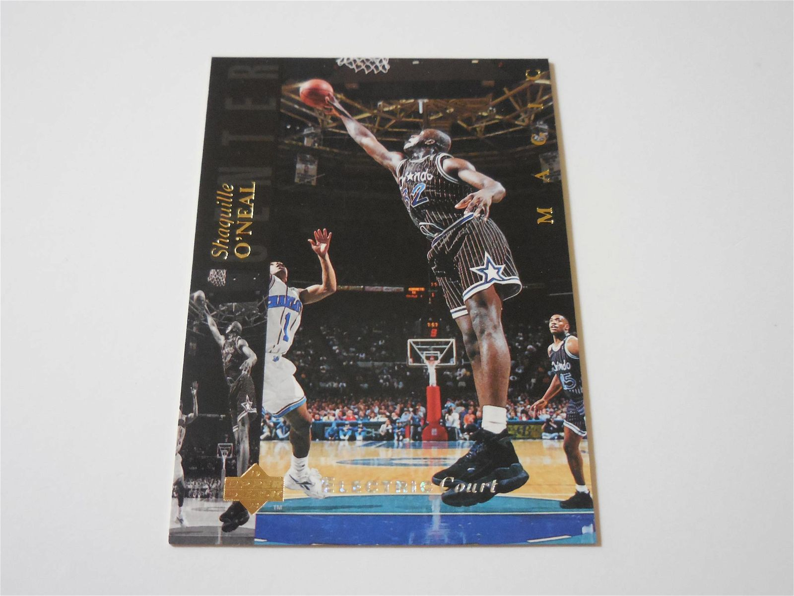 1993-94 UPPER DECK #32 SHAQUILLE O'NEAL ELECTRIC COURT