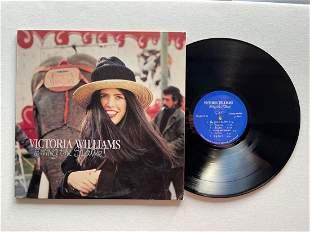 Victoria Williams – Swing The Statue!
