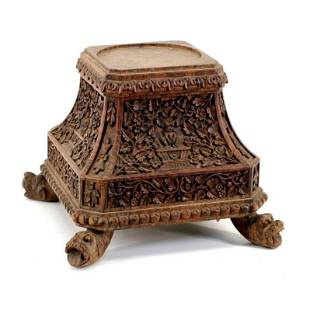 Large 18th century pedestal in carved Indian wood