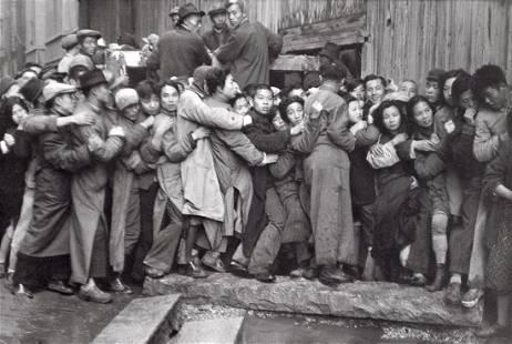 HENRI CARTIER-BRESSON - Sale of Gold, Shanghai, 1949