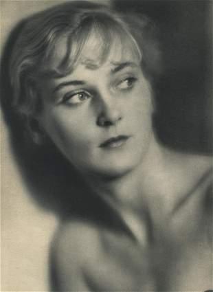 LAURE ALBIN GUILLOT - Mrs. Hubbell