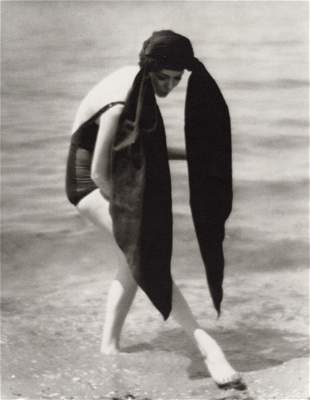 MARTIN MUNKACSI - Halston Turban, Long Island, 1962