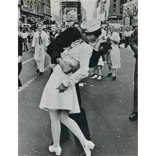 ALFRED EISENSTAEDT - V-J Day, Times Square, New York