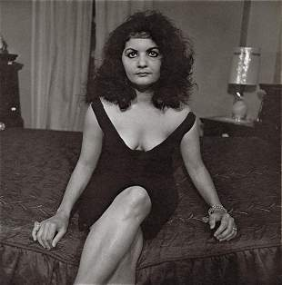 DIANE ARBUS - A Puerto Rican Housewife, NYC, 1963