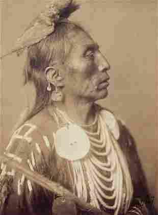 EDWARD CURTIS - Medicine Crow - Apsaroke, 1908