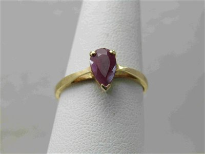 Vintage 10kt 1 CTW Pear-Shaped Ruby Ring, Sz. 7.75,