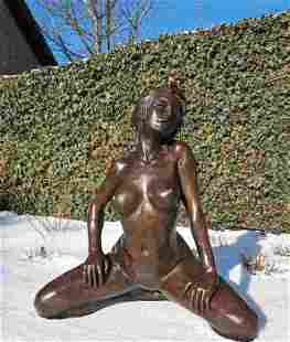 Large sculpture of a female nude - Patinated bronze -