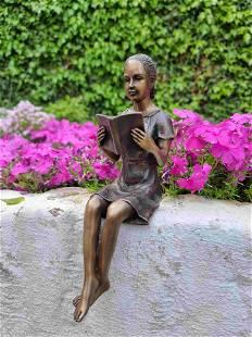 Girl reading a book - Bronze figurine - Bronze