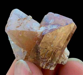 175 C.T Well Terminated Twin Honey Brown Color Topaz