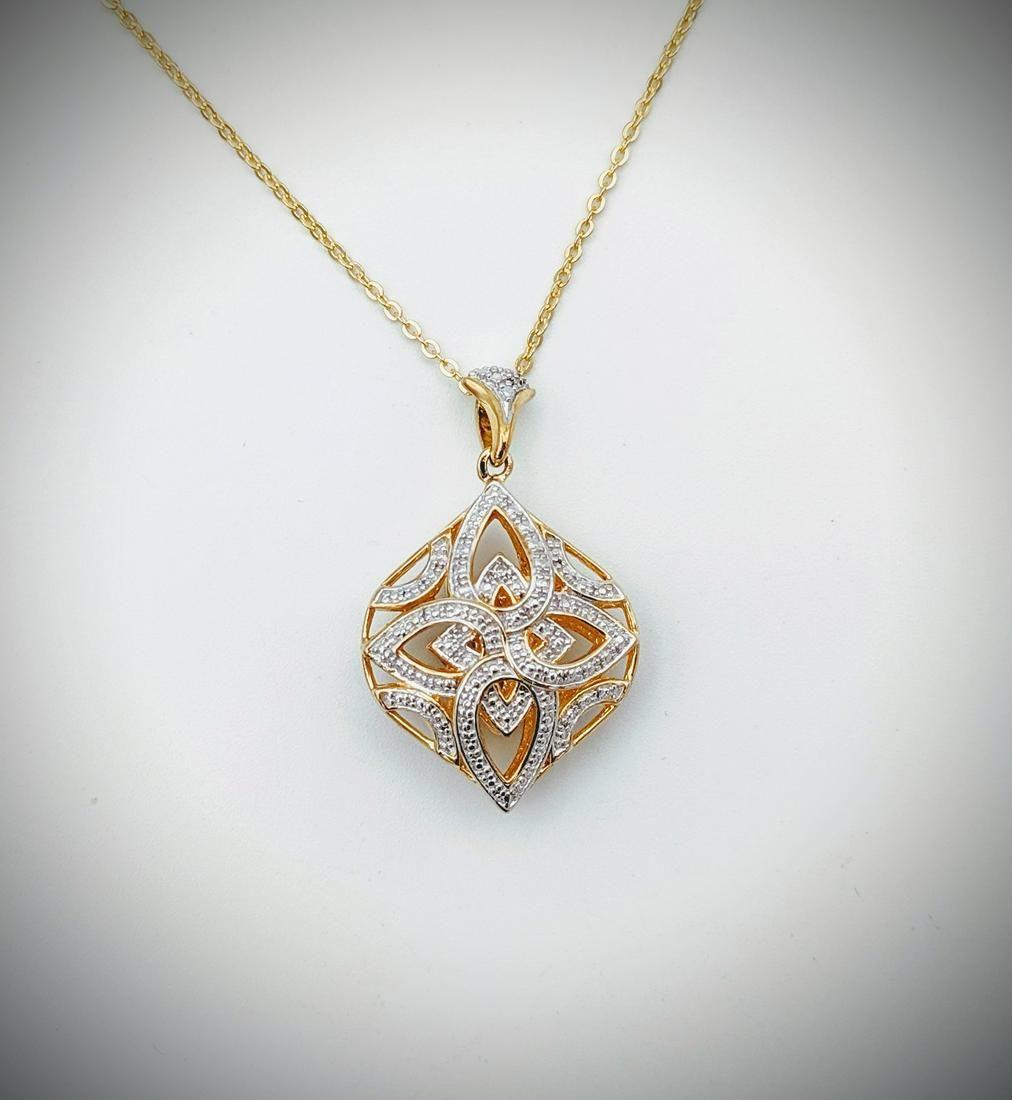 Necklace w Baroque Style Diamond Pendant