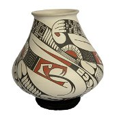 Mata Ortiz jar with snake decoration by by Juan Quezada