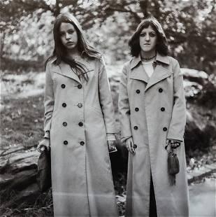 DIANE ARBUS - Two Girls in Identical Raincoats