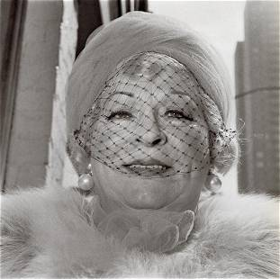 DIANE ARBUS - Woman with a Veil, Fifth Avenue, 1968