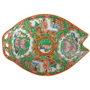 Small Chinese Republic Rose Medallion Leaf Dish