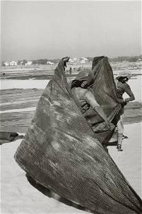 HENRI CARTIER-BRESSON - Women Spreading Saris
