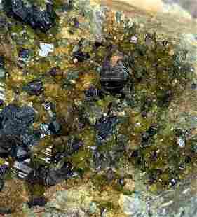737 Gram Huge Terminated Natural Megnetite With