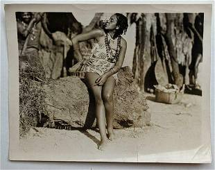 c 1940 s VINTAGE PHOTO TRIBAL NATIVE BLACK WOMAN KISSES