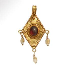 Roman Pendant with Gold, Pearls and Garnet