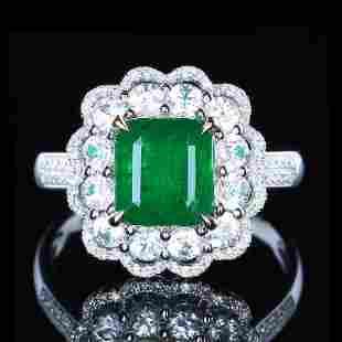 18K White Gold 2.45 ct VVD Emerald & Diamond Ring