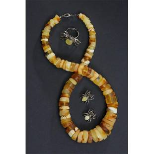 Baltic amber, Necklace, earrings and ring button spider