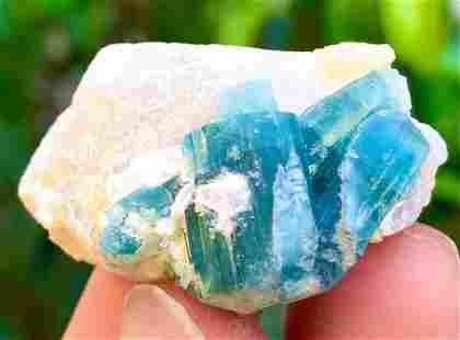 102 Carats World's Rare Well Terminated Undamaged