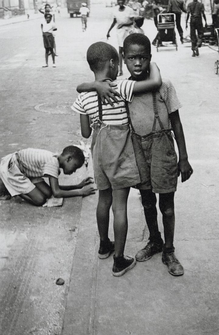 HELEN LEVITT - New York, 1942